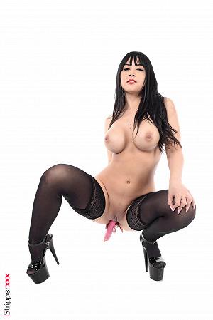 Stripper Alba De Silva Sticks Dildo In Pussy
